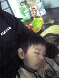 食べながら熟睡
