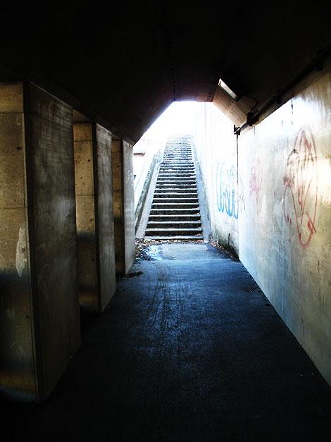 トンネルを抜けて結婚しようよを見に行く