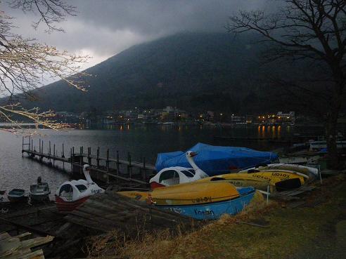 中禅寺湖畔の夕暮れ 男体山