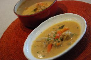 鶏団子と根菜の味噌クリーム仕立て