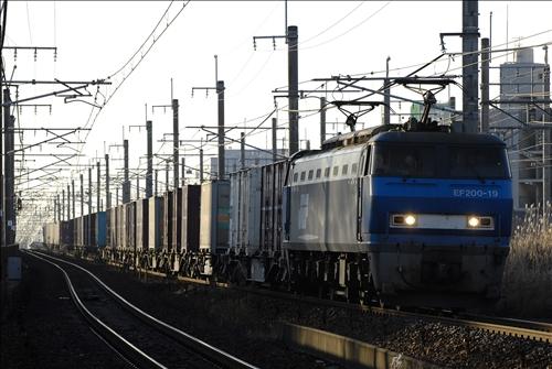 1055レ EF200-19