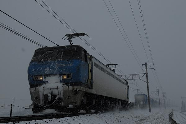 1050レ  EF200-20