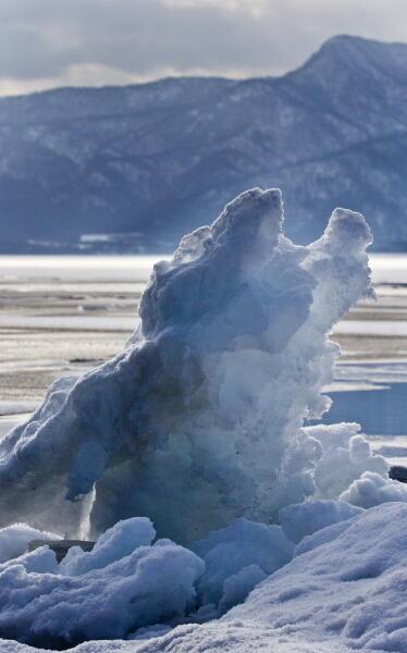 風で寄せられた氷