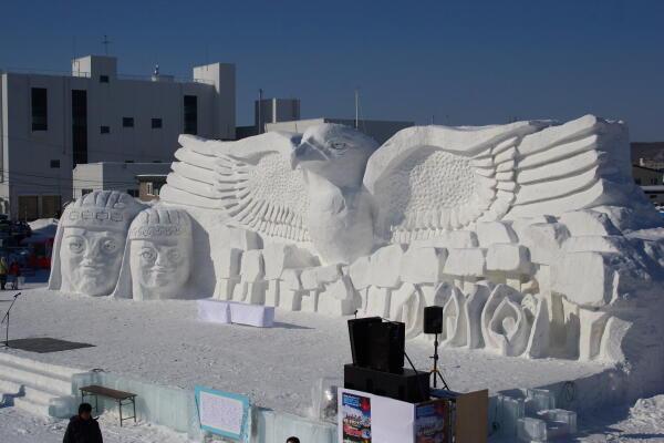 メインの雪像