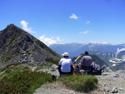 竜王岳を眺め語り合う親子