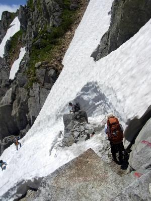 鬼岳へ向かう雪渓