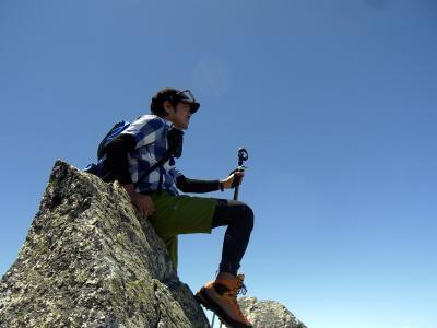 あそこには青い空と悠々とした山々がいまもあるのだ
