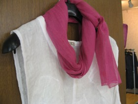 白×濃桃スカーフ