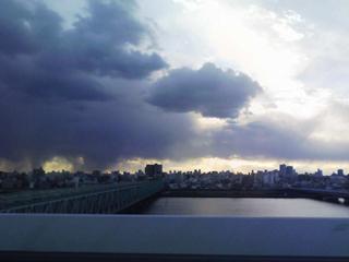 2008.1.1 怪しい雲行き 横 240x320