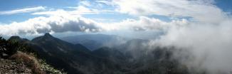 山頂から前武尊方面
