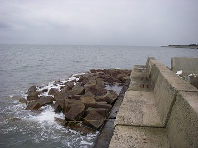 苅田港南防波堤