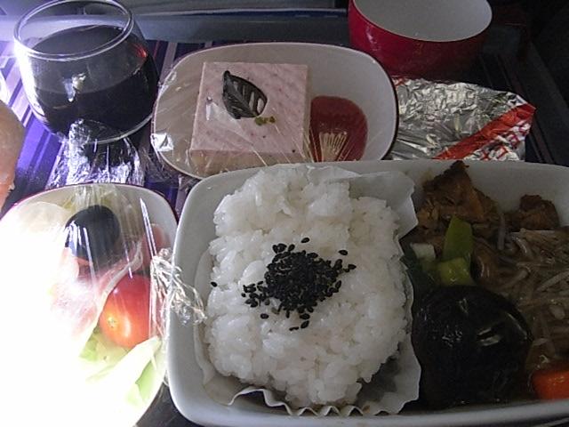 機内食はすき焼き?