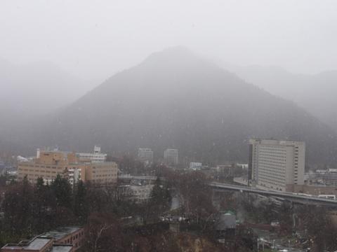 定山渓の降雪(2011.05.04)