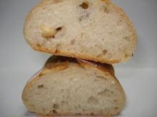 豆パン断面