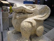 本願寺伝道院 階段の怪獣
