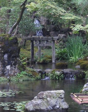 大寧軒 池と三柱鳥居 6611