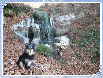 溶け始めた滝