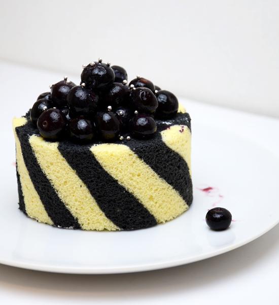 黒いロールケーキ