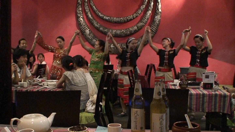 雲南料理店 踊り