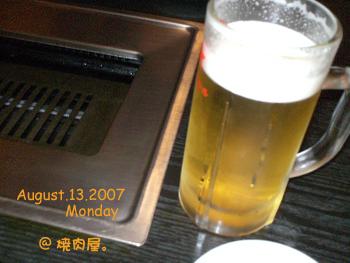 まずはビールで。(*・∀-)☆