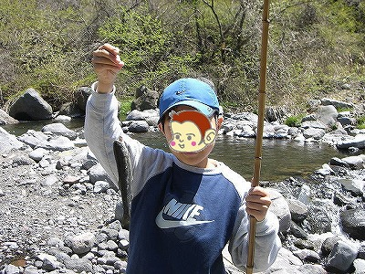 ニジマスはサルでも釣れるどー!