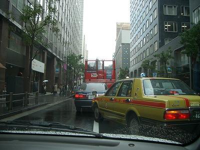 バスのオープンカー?