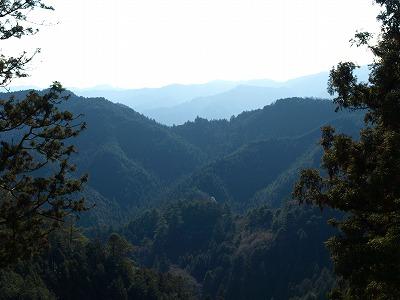 折り重なる山々