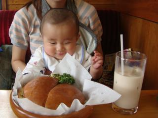 間食にバーガー