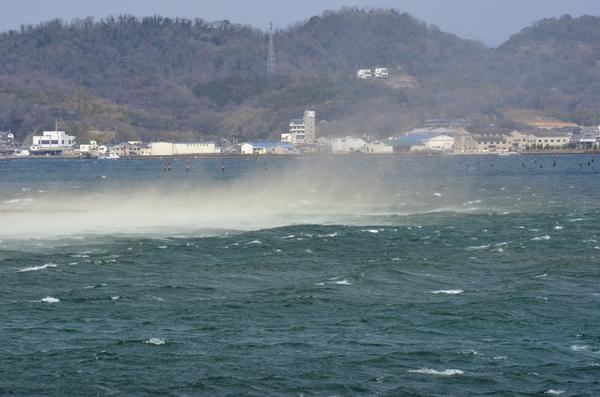 19・海水を跳ね上げる