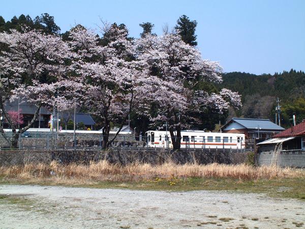 06・奥津駅のキハ11