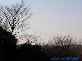 かすか・・に見える富士山