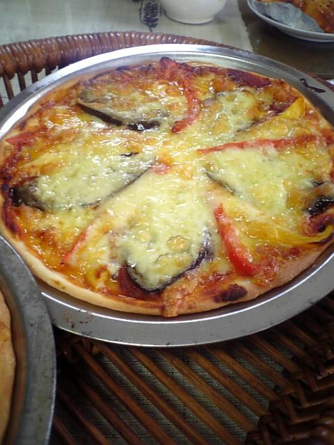 茄子とパプリカのトマトソースピザ