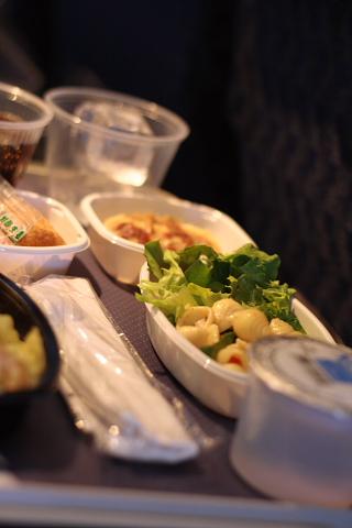 昼機内食2