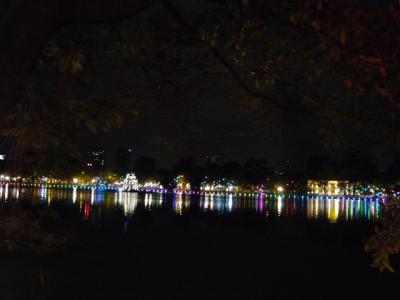 夜のホアンキエム湖~ハノイ旧市街1
