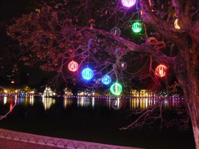 夜のホアンキエム湖~ハノイ旧市街2