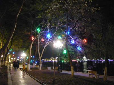 夜のホアンキエム湖~ハノイ旧市街3