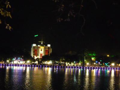 夜のホアンキエム湖~ハノイ旧市街10