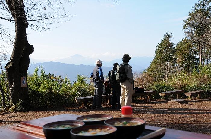 1768富士を見ながら食べます。