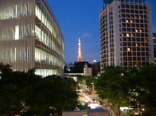 夕暮れ時の東京タワー