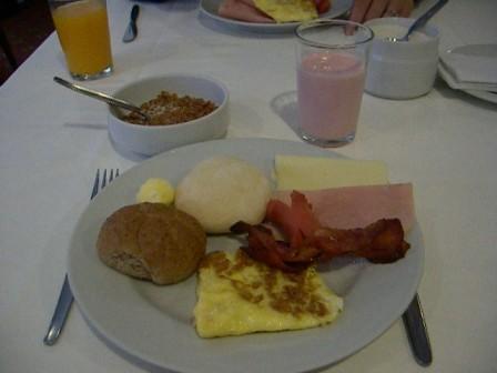ホテルの朝食はどこも大して変わりなし