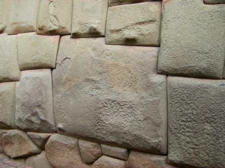 有名(らしい)12角の石