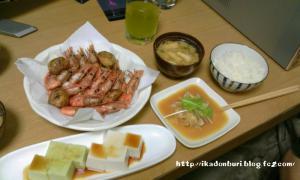 甘エビの素揚げ 枝豆豆腐 ゴマ豆腐 新玉のユッケ風 大根の味噌汁 ごはん