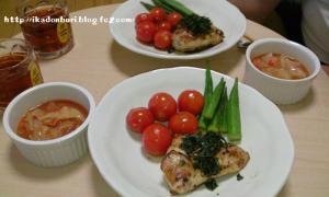 鶏胸肉のステーキ(手作りジェノベーゼソース) 焼きオクラ 焼きトマト トマトスープ