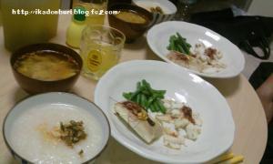 イカのにんにく塩炒め 焼き春巻き いんげんの中華和え 中華がゆ 酸辣湯スープ