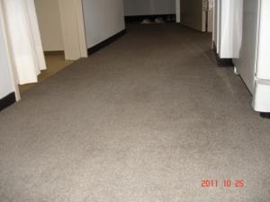 廊下、川島織物セルコン PREMIUM BANK(プレミアムバンク)ウールタイルカーペットSOLO(ソロ)KW01-03