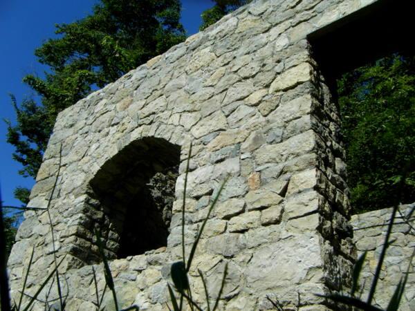 3作目の家の石積みの表情