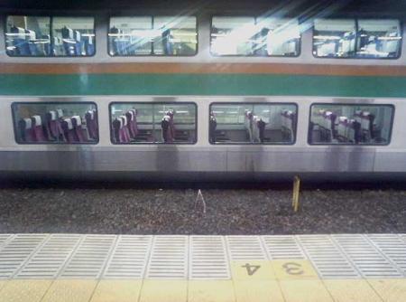 夜中に立ち往生する東海道線