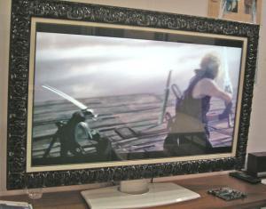 大型ワイド液晶テレビ枠に飾り付きフォトフレーム