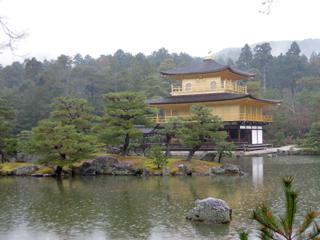 雨の金閣寺