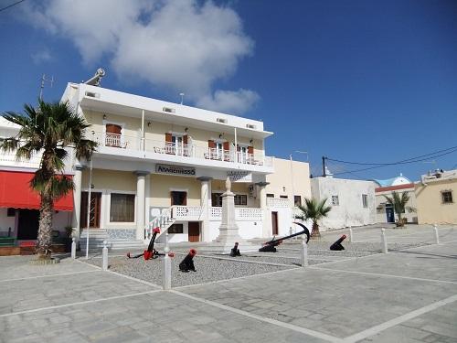 カソス_港の前のホテル